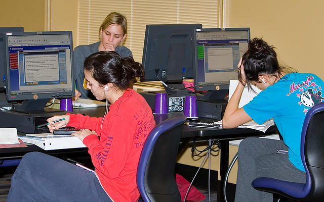 Students working on assigment in Pleasant Hall Math Lab
